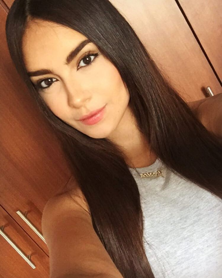 Jessica Romero is a model that appeared in Andres Paez Tu y Yo