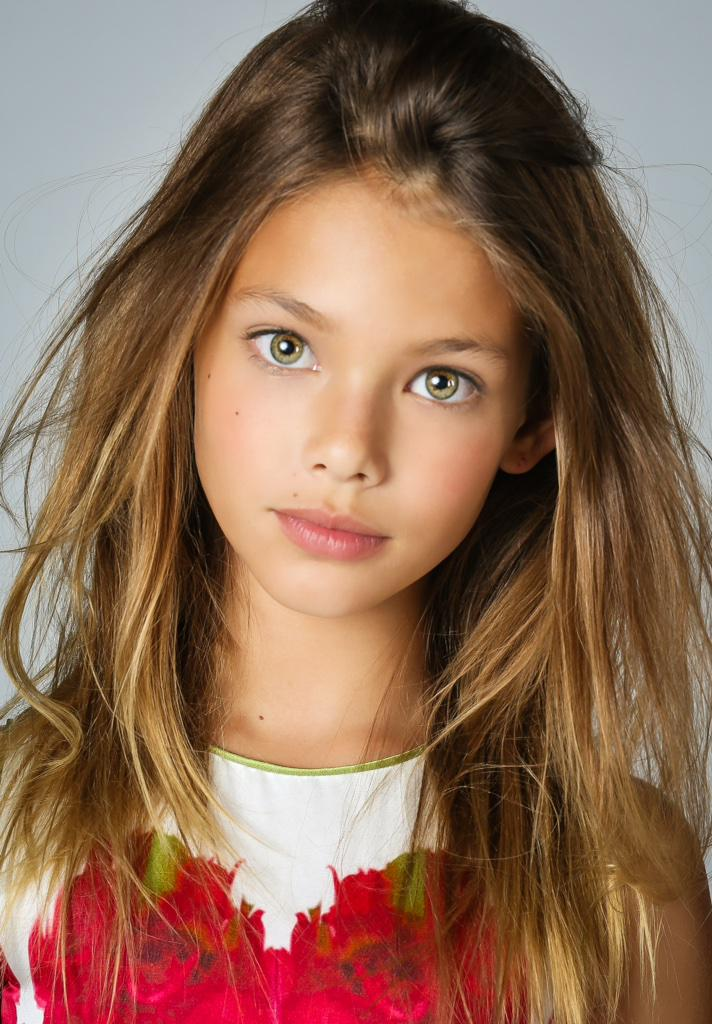 Laneya Grace is a model that appeared in Avicii Wake Me Up