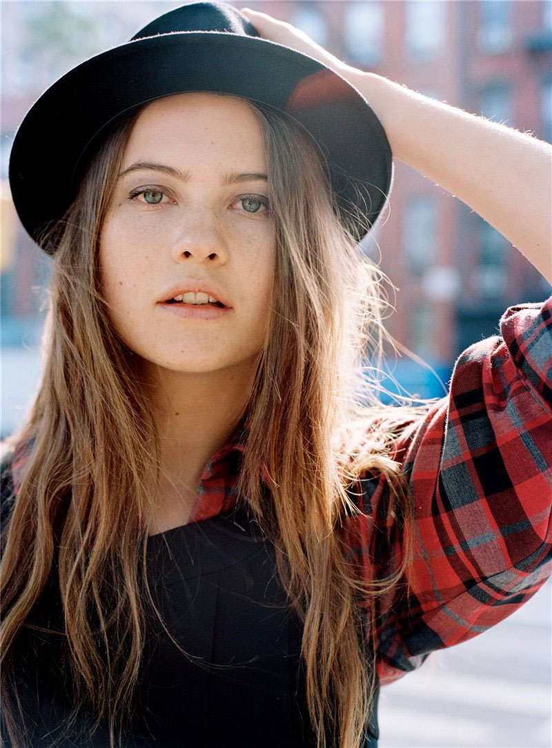 Behati Prinsloo is a model that appeared in Maroon 5 Animals