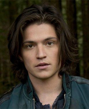 Thomas McDonell is a model that appeared in Carly Rae Jepsen This Kiss